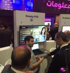 Ο Ευάγγελος Ρωσσέτος παρουσιάζει την Cloud πλατφόρμα λιανικής Simply στον Υπουργό ψηφιακής πολιτικής της Αιγύπτου.